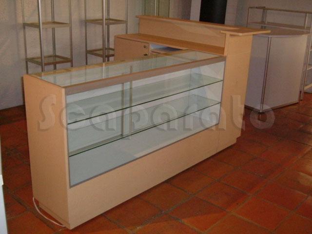 caja_de_cobro_amplia_con_vitrina_en_l_1
