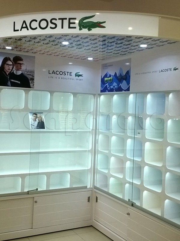 Corner Lacoste 1